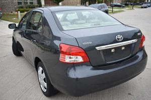 2007 Toyota Yaris Base 101k clean title for Sale in Irving, TX