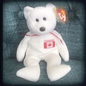 Ty Beanie Babies Maple Stuffed Toy Bear NWT White Canadian Bear DOB: July 1, 1996 Hang Tag Errors: Misspelled City Space Before Question Mark New With for Sale in Las Vegas, NV
