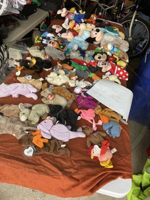 Disney Collectible/table of beanie babies for Sale in Gahanna, OH