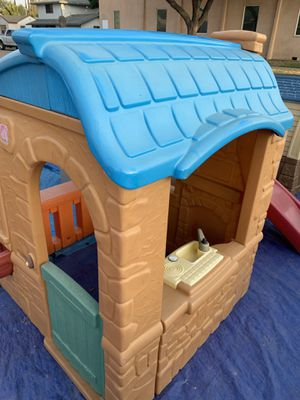 BRAND NEW PLAY HOUSE for Sale in Fresno, CA