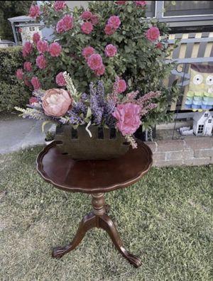 Antique table $25 for Sale in San Bernardino, CA