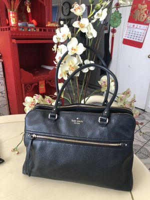 Authentic XL Kate spade leather purse for Sale in Sacramento, CA