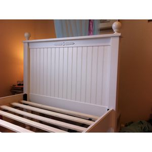 Wood Twin Bed White for Sale in Enumclaw, WA