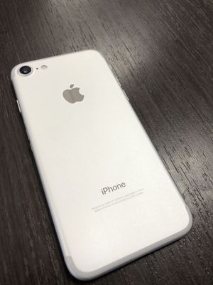 Silver iPhone 7 for T-Mobile network for Sale in North Las Vegas, NV