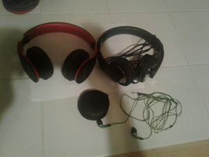 Set of headphones and earbuds! for Sale in MI, US