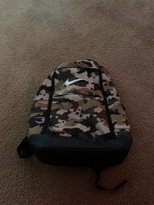Nike camo backpack for Sale in Los Angeles, CA