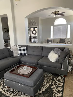 Sectional couch w ottoman for Sale in Menifee, CA