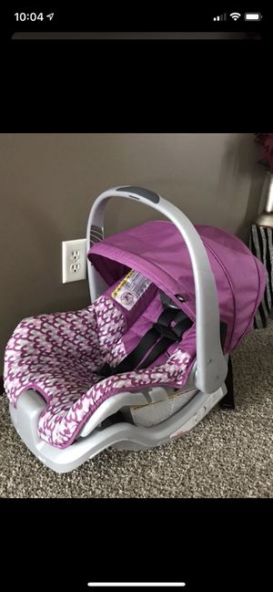 Car seat for Sale in Saint Michael, MN
