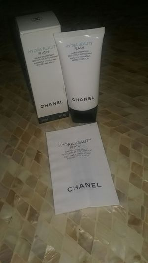 CHANEL Hydra Beauty FLASH for Sale in Edgewater, NJ