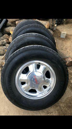Rines de GMC para Chevy , Yukon , tahoe de 6 hoyos 255/70R16 for Sale in Bakersfield, CA
