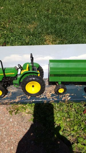 John Deere Tractor and hay Baylor Metal toy for Sale in River Grove, IL