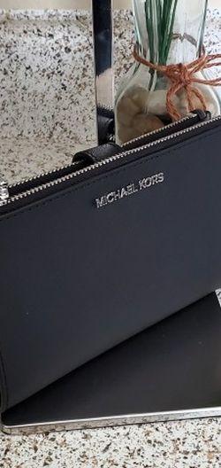 Michael Kors Double Zip Wallet Black for Sale in Temecula,  CA