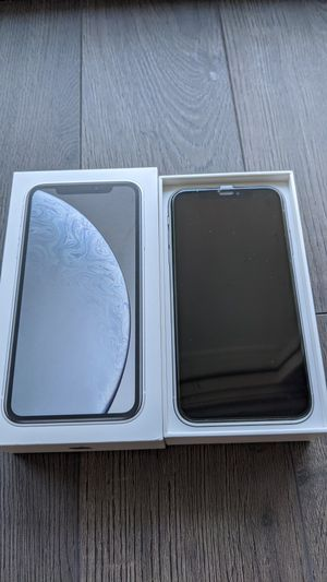 LIKE NEW IPHONE XR 64GB UNLOCKED WHITE for Sale in Reston, VA