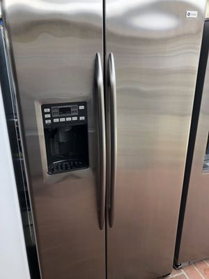 Ge profile amazing condition works perfect extremely clean for Sale in Bell Gardens, CA