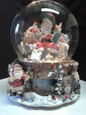 SNOW GLOBE FEATURES SANTA SURROUNDED BY FOREST ANIMALS for Sale in Manteca, CA