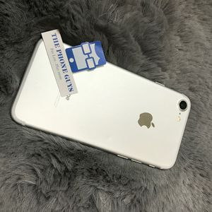 Apple iPhone 7 Unlocked For All Carriers for Sale in Lakewood, WA