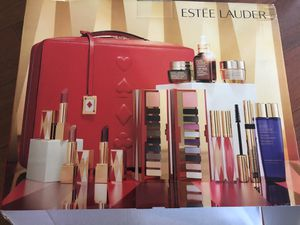 Estee Lauder gift box with beauty for Sale in Chelmsford, MA