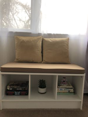 BRAND NEW WHITE BENCH WITH UPHOLSTERED SEAT for Sale in Babylon, NY