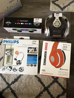 Speakers/headphones and camera with headset for Sale in Hyde Park, OH
