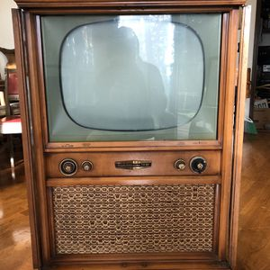Beautiful 1950s Philco high Fidelity TV 80 television in wood cabinet for Sale in Bellevue, WA