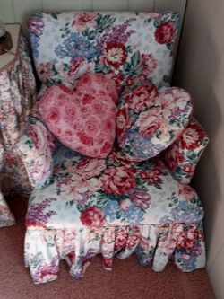 Victorian Style Rose Chair for Sale in Jayess,  MS