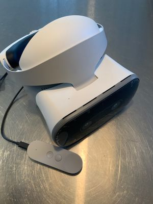 Google Daydream VR headset - standalone, with wireless remote - used twice only! LIKE NEW for Sale in Chicago, IL