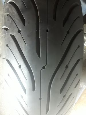 180 55 ZR17 (1) GOOD USED MOTORCYCLE MICHELIN PILOT TIRE (REAR) in very good condition for Sale in Los Angeles, CA