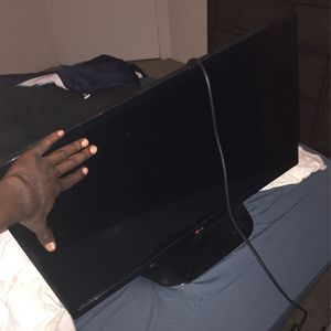 32 ! In HD Flat Screen By LG for Sale in Orlando, FL