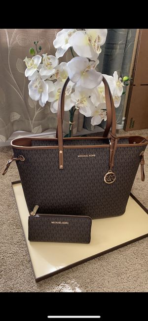 Michael Kors handbag tote purse bag with matching wallet set new with tags for Sale in San Antonio, TX