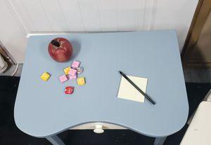 Small Childrens Desk for Sale in PUYALLUP, WA