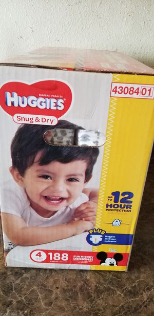 Huggies snug y dry size 4 188 daipers $36 each box firm price for Sale in Los Angeles, CA