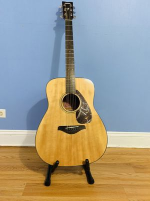 Yamaha Acoustic Guitar with all the accessories for Sale in Chicago, IL