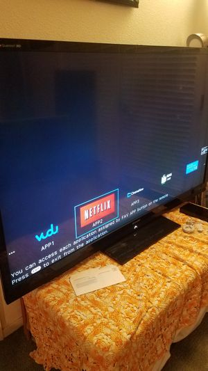 "70""Sharp Aquos Quattro Led 3D HD 1080p Smart TV wi-fi clear 240hz Model LC-70LE735U for Sale in San Jose, CA"