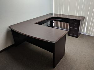 U-shaped desk. 1.5 years old. for Sale in Fresno, CA