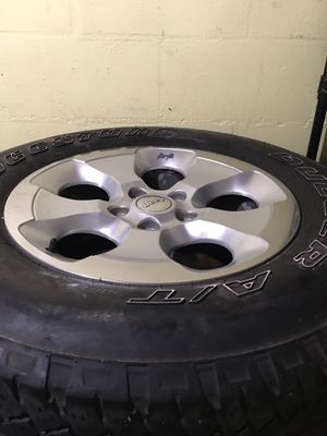 Jeep Wrangler Sahara wheels with Tires $400:00 for Sale in Orlando, FL