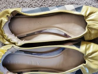 Toms Burberry Womens Shoes for Sale in King City,  OR