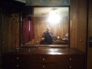 Dresser with mirror for Sale in Lakewood, WA
