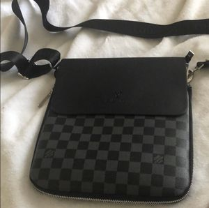 Louis Vuitton messenger/cross body/shoulder bag for Sale in Eastchester, NY