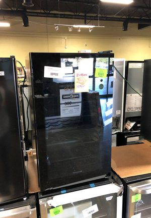 Brand New Frigidaire 34 Bottle Wine Cooler FEP for Sale in Lakewood, CA