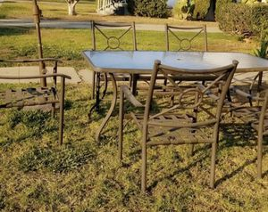 Nice patio table 6 chairs for Sale in Bell Gardens, CA