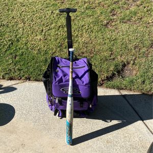 Softball Bag And Bat for Sale in Norco, CA
