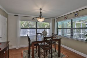 Dining room table and 4 chairs for Sale in St. Petersburg, FL