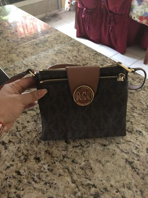 Crossbody Michael kors purse for Sale in Sudley Springs, VA