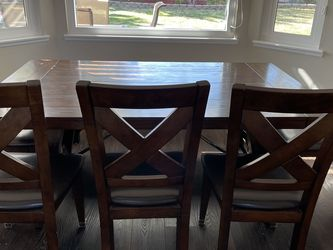 Dining Room Table, 5 Chairs and a bench for Sale in Yorba Linda,  CA