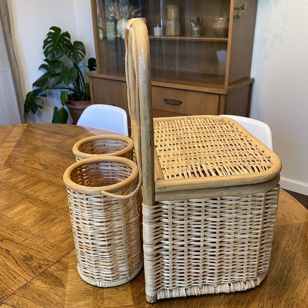 » rattan/wicker picnic basket »