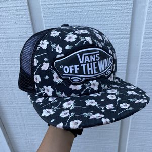 Vans Off The Wall Floral Trucker Hat Adjustable for Sale in Brownsville, TX