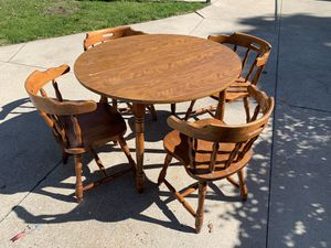 Round kitchen table with 4 chairs for Sale in Cleveland, OH