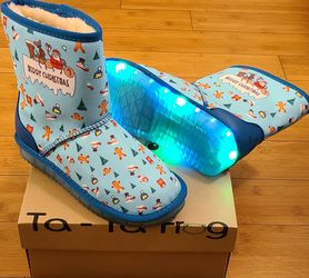 Snow Boots Size 4 For Kids for Sale in Lynwood,  CA