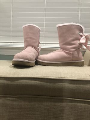Uggs Bailey Bow (Size 5) for Sale in Indian Trail, NC