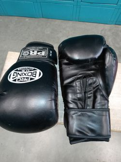 Boxing Gloves With Speed Bag for Sale in Sylmar,  CA